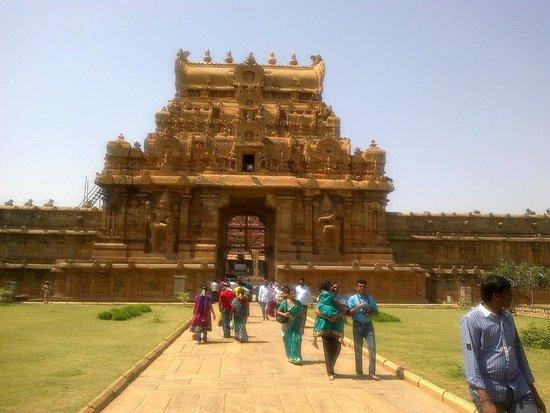 Brihadeeshwara Temple: Entrance