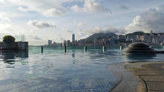 Harbour Grand Kowloon: бассейн
