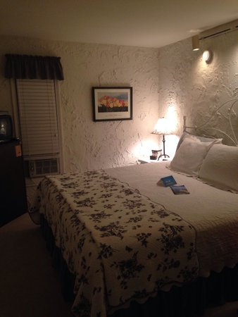 The Looking Glass Inn: Room 5 ����