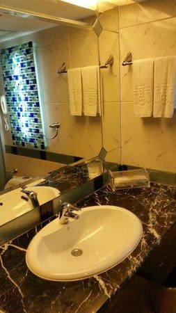 Salvo Hotel Shanghai: ванная