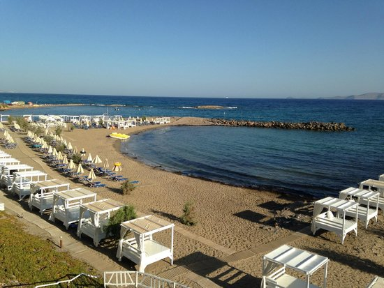 Knossos Beach Bungalows & Suite : view of the hotel beach