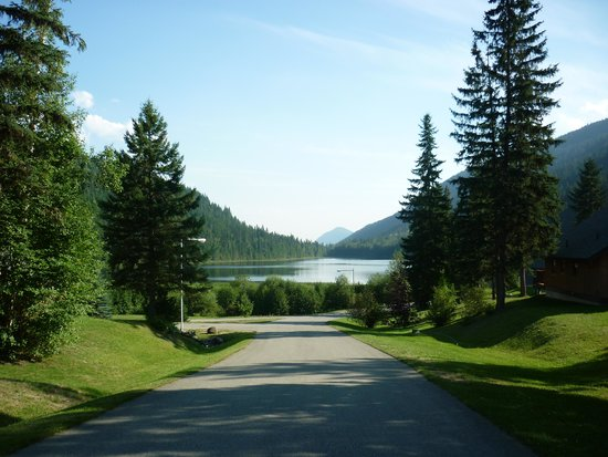 Alpine Meadows Resort: road into the resort