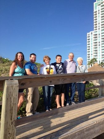 Pearl South Padre: ONE HAPPY GANG