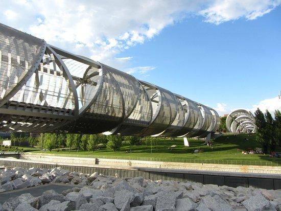 Parque Madrid Río: Мост-труба Аргансуэла