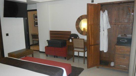 The Somerset Hotel: Dormitorio