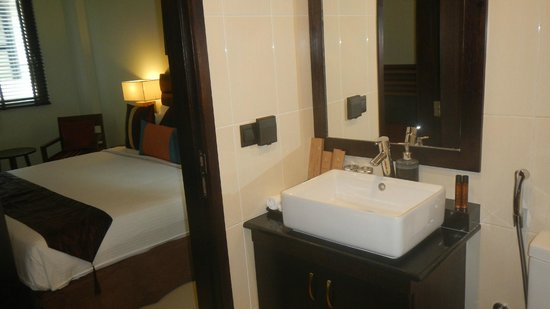 The Somerset Hotel: Baño
