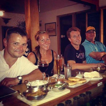 Roatan Oasis: happy bar customers!