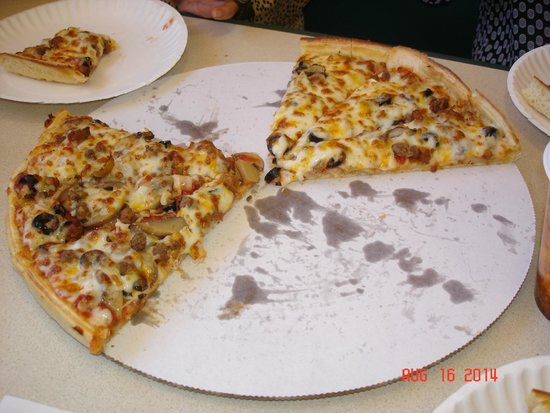 "Canyon Diner : Our half-eaten 15"" combo pizza."