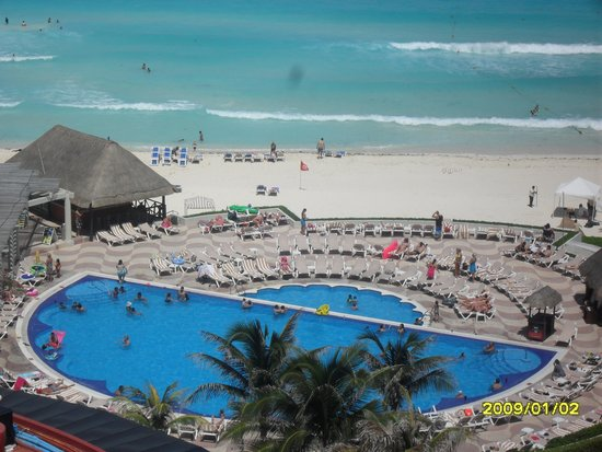 Crown Paradise Club Cancun: pool view from our room