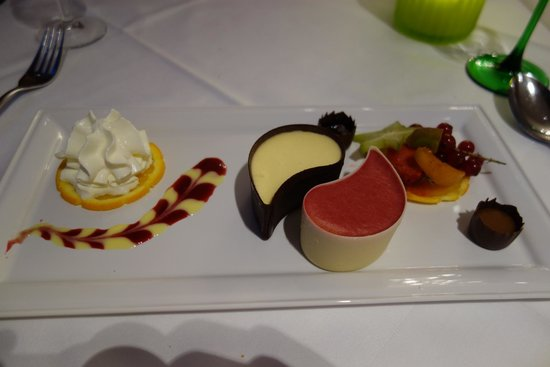 Hotel Restaurant Au Riesling: Dessert: chocolate teardrops with 2 types of  mousse