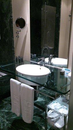 AC Hotel Malaga Palacio: Bagno