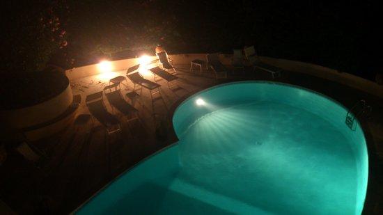 Hotel de la Mer : The pool in the night