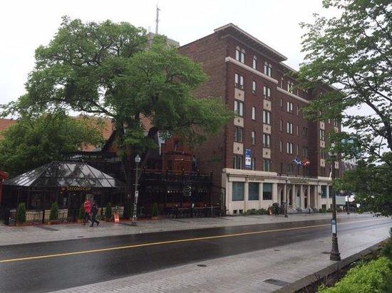 Hôtel Le Concorde Québec : street of hotel