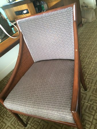 Sheraton Maui Resort & Spa : old furniture in our room