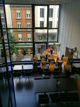 Park Inn by Radisson Luxembourg City : Lobby, bar & breakfast area