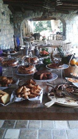 Aquapetra Resort & Spa: Torte e cornetti squisiti