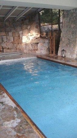 Aquapetra Resort & Spa: Piscina interna con idromassaggio (spa)