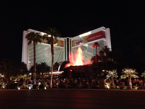 The Mirage Hotel & Casino: The volcano outside the hotel