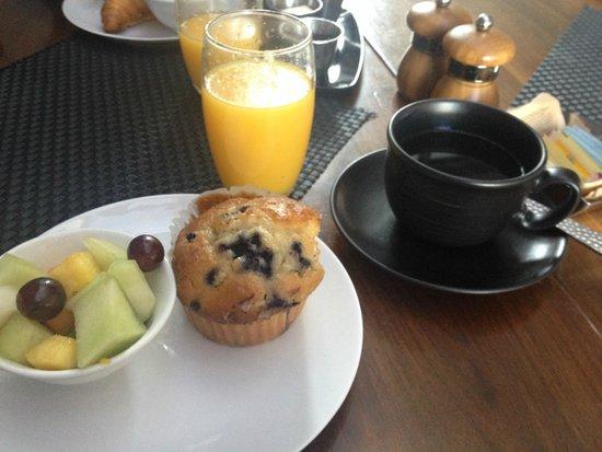 Kimpton Surfcomber Hotel : colazione continentale