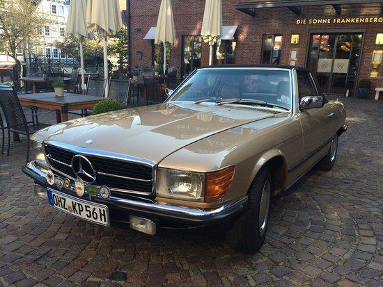Hotel Die Sonne Frankenberg: A beautiful Mercedes in front of a wonderful hotel