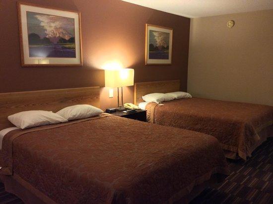 Super 8 Madison: Room