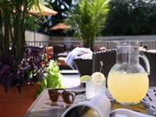 One Washington Circle Hotel: Outdoor dining on our patio