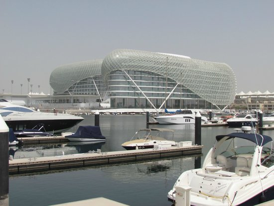 Yas Viceroy Abu Dhabi: Vista da Marina e do Yas ao fundo