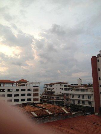 Encino Hotel: Vista hacia el mar desde el balcon de mi cuarto