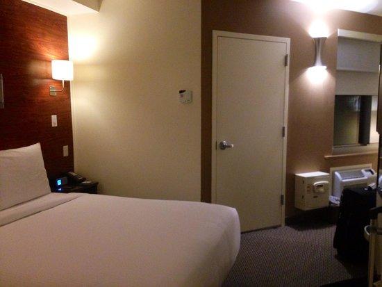 The Lex NYC: 1 bd 1bh room