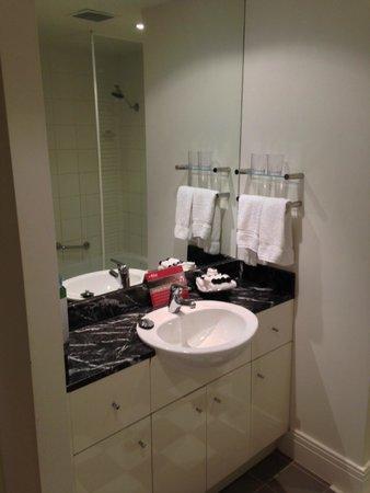 Adina Apartment Hotel South Yarra: bathroom