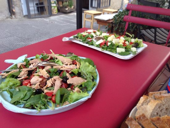 I'Licchio: Tina salad and mixed salad, everything so very tasteful!