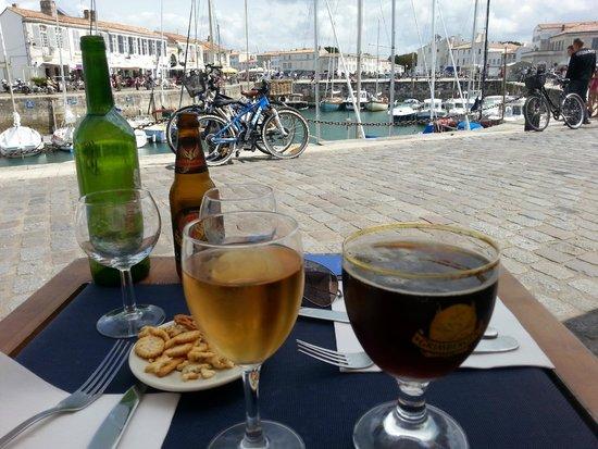 Le Belem: vue sur le port depuis la terrasse