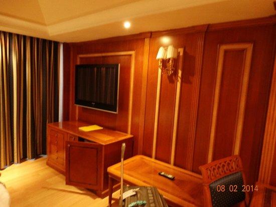 Homs Hotel: TV in living room area