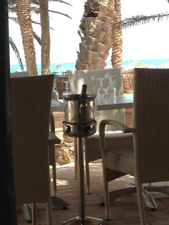 Odyssee Resort & Thalasso : au restaurant de la plage