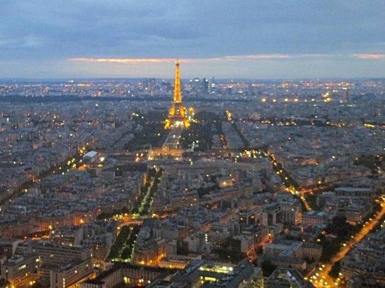 Observatoire Panoramique de la Tour Montparnasse: Paris in the dusk from the top of Tour Montparnasse
