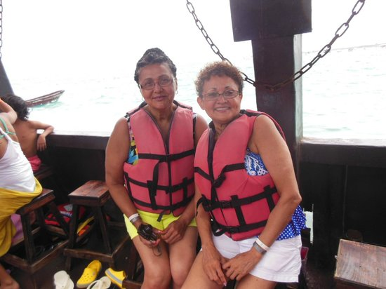 Ocean Adventures Stingray Bay Caribbean Festival : My sister and I