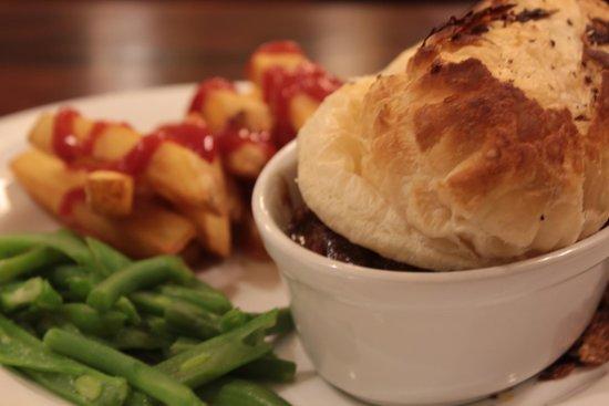 The Lorne Bar: Steak & Ale pie