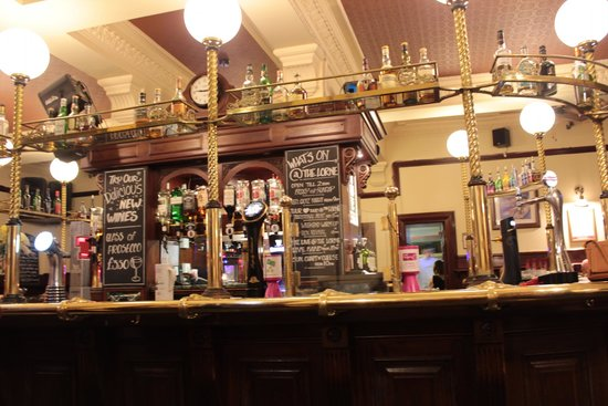The Lorne Bar: Bar