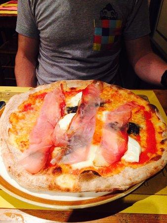 pizza mit tr ffelcreme und speck foto di pizzeria il pachino viareggio tripadvisor. Black Bedroom Furniture Sets. Home Design Ideas