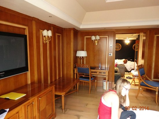 Homs Hotel: Looking from sliding glass doors towards bedroom area