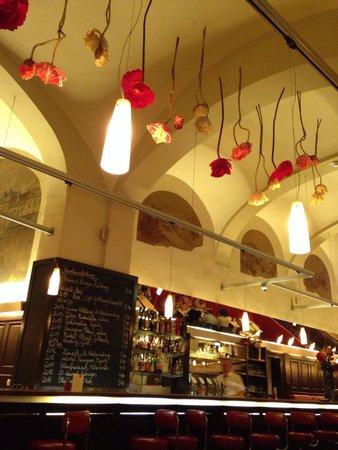 Restaurant Roth: Nice interior, the flower decoration especially.