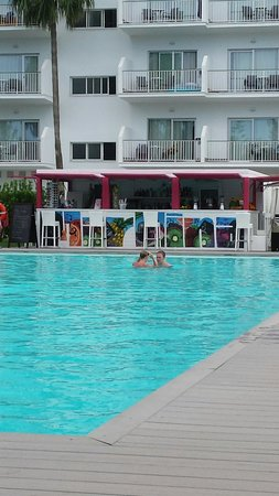 Hotel Astoria Playa Only Adults: The pool bar