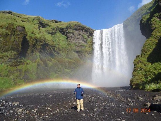 Skogafoss: Sunny morning with clear skies !