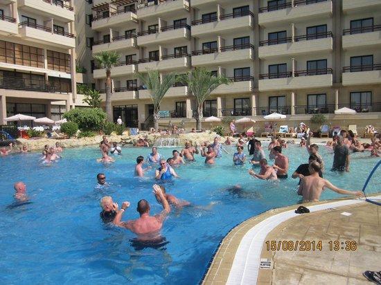 Atlantica Golden Beach Hotel: fun in the pool
