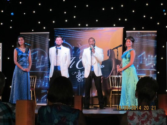 Atlantica Golden Beach Hotel: entertainment team