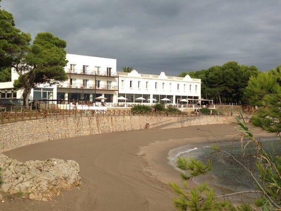 Hostal Spa Empuries: Fachada al mar