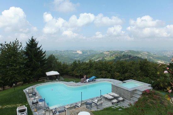 All'Ombra del Pero: Blick aud das Piemont