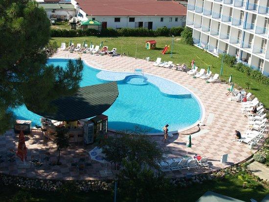 Balaton Hotel: Pool <3