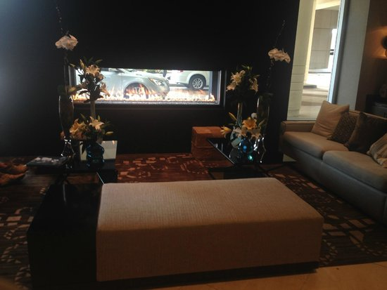 Loews Vanderbilt Hotel: Amazing fireplace