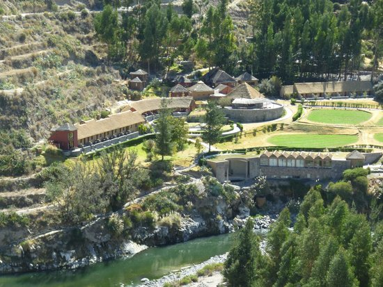 Colca Lodge Spa & Hot Springs - Hotel: From the road in.